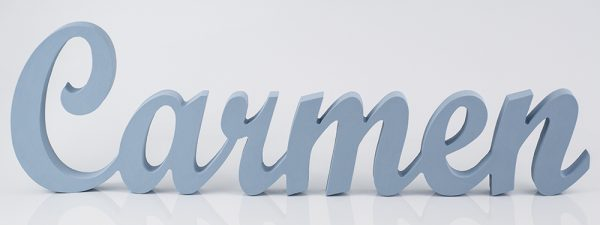 Nombre de Carmen en madera para estantería pintado en celeste