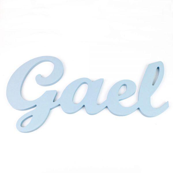 Nombre de Gael en madera para colgar en la pared pintado en celeste