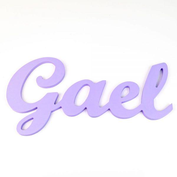 Nombre de Gael en madera para colgar en la pared pintado en púrpura