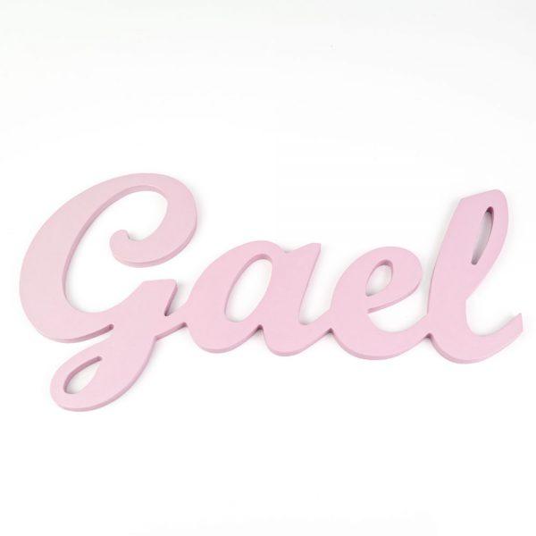 Nombre de Gael en madera para colgar en la pared pintado en rosa