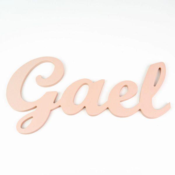 Nombre de Gael en madera para colgar en la pared pintado en salmón